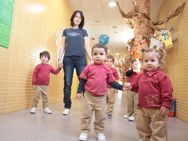 En el pasillo de la escuela de Infantil