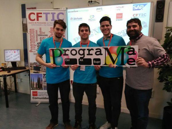Alumnos de 1º de DAW en la fase regional del concurso ProgramaMe
